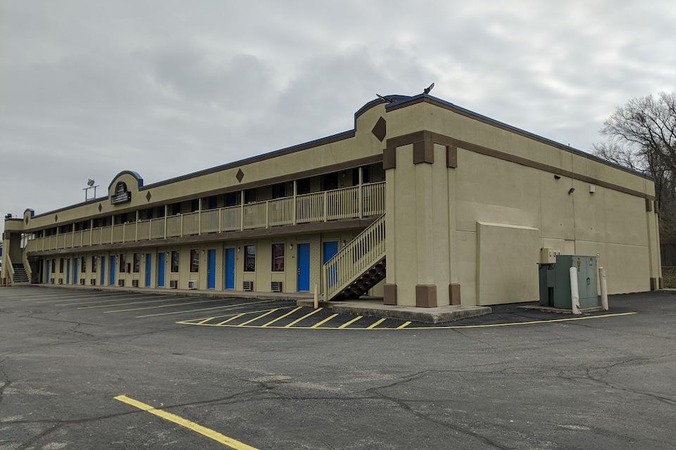 OYO Hotel Richmond IN I-70