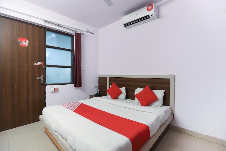 OYO 70642 Noida Villa