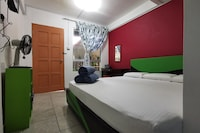SPOT ON 89963 Sinurambi Homestay 2