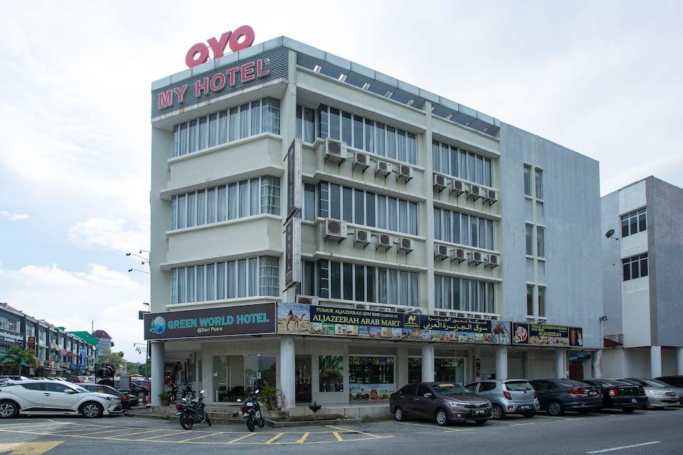 OYO 89966 Green World Hotel @ Seri Putra