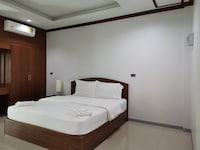 OYO 732 Juthamas Hotel