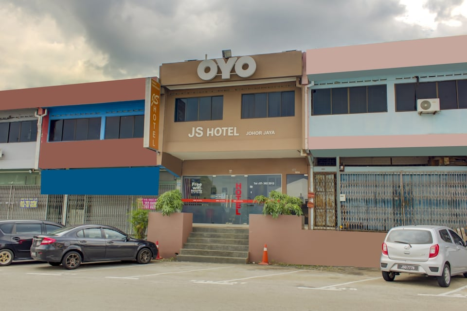 OYO 89985 Js Hotel