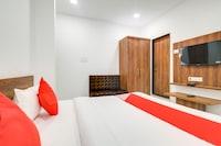 OYO 70780 Hotel Apple Grand