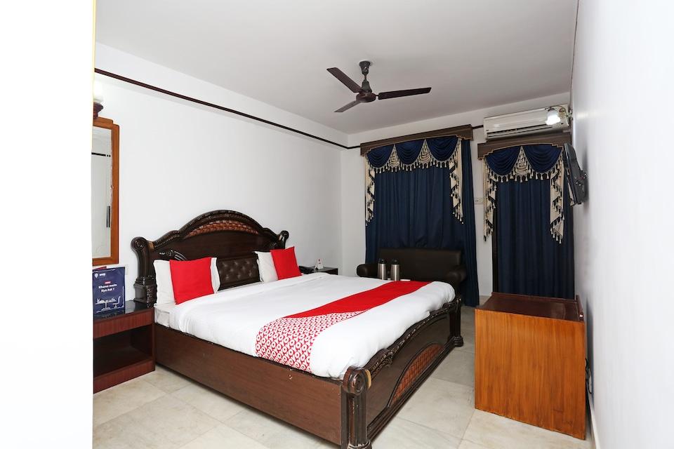 OYO 5879 Radha Damodar Residency