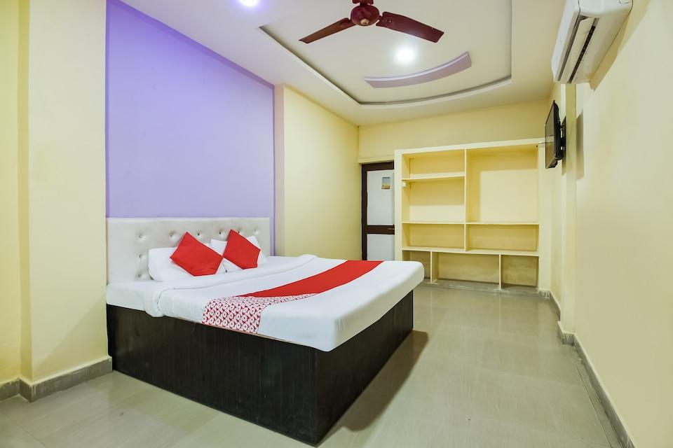 OYO 70806 Hotel Himalya