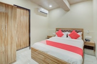 OYO 70808 Hotel Shiva International