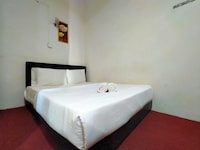 SPOT ON 89994 Rz Gold Hotel