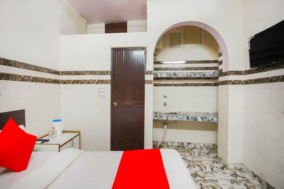 OYO 70836 Hotel Golden Palace, Anand Vihar Delhi, Delhi
