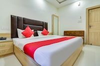 OYO 70847 Hotel Royal Aanandam
