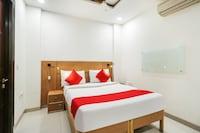 OYO 70849 Hotel Sarvasa Residency
