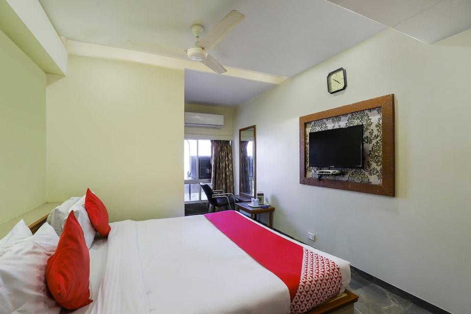 OYO 70882 Hotel Royal Retreat