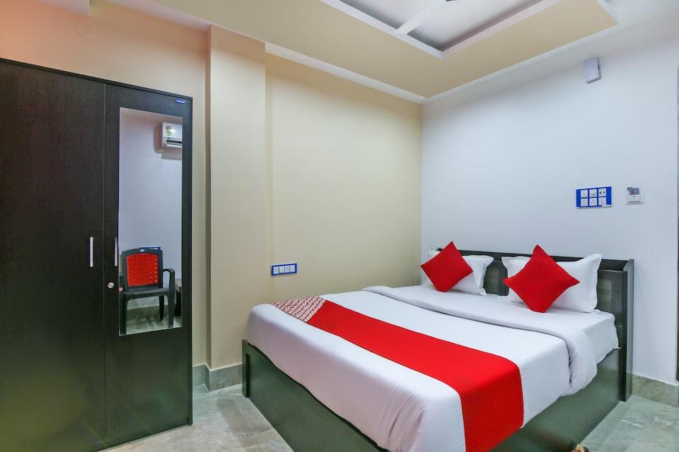 OYO 70909 Hotel Singh Palace