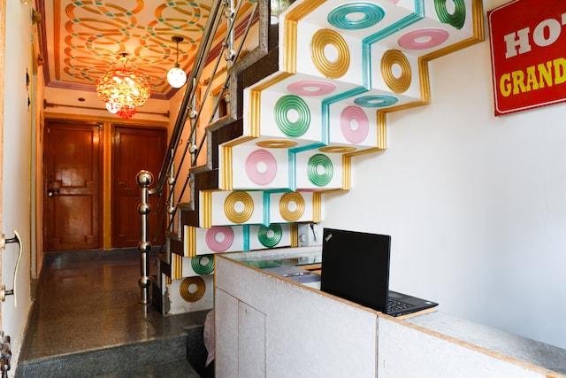 OYO 70926 Hotel Grand Rooma