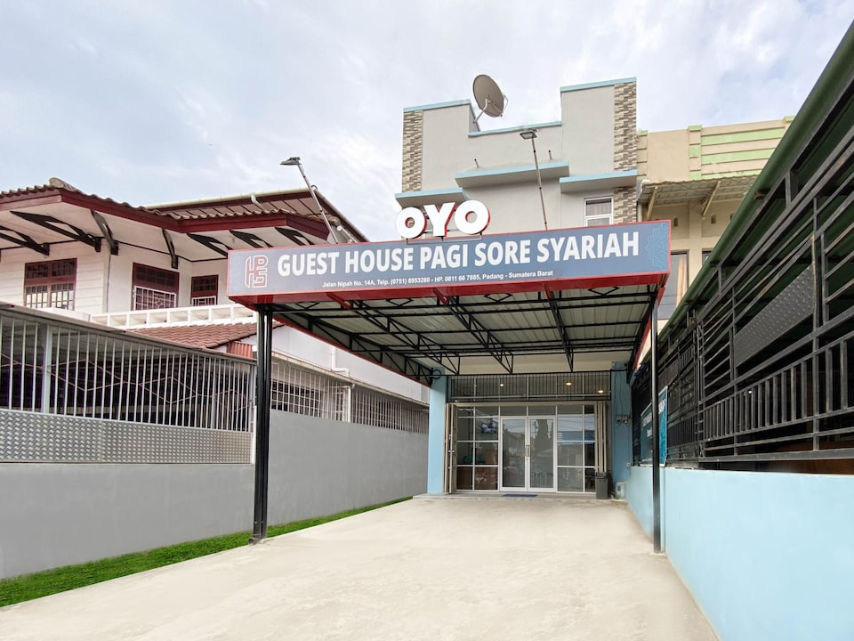 OYO 3160 Guesthouse Pagi Sore Syariah, Pondok, Padang