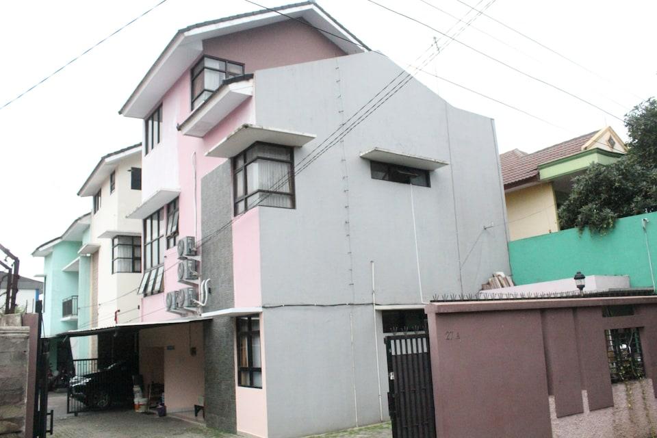 OYO Life 3162 Raihan Residence