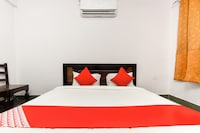 OYO 71022 Hotel Urvashi Palace