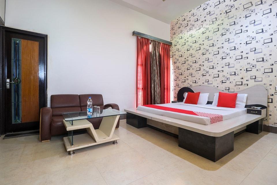 OYO 71049 Hotel Bajaj Regency