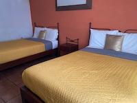 OYO Hotel D' Cervantes
