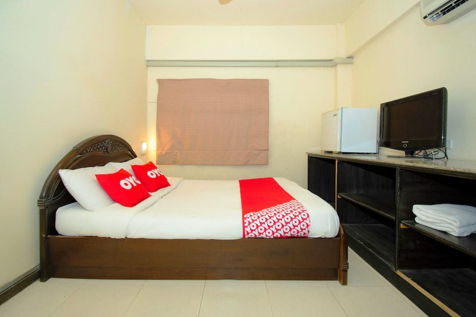 OYO 765 Pom Pom Residence