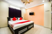 OYO 71081 Apple Guest Rooms