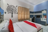OYO 71148 Meera Guest House