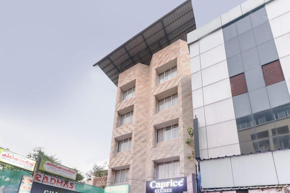 OYO 71161 Chandrika Residency