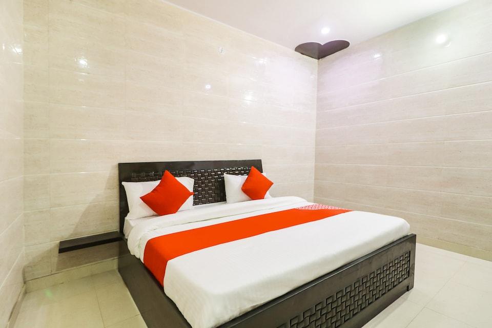 OYO 71162 Hotel Mayur Palace