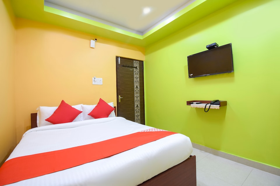 OYO 71175 Green Palace Guest House