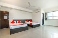 OYO 71410 Hotel Siddhi Inn