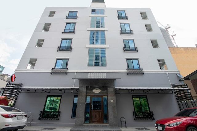 OYO 818 Suksomboon Residence
