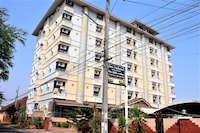 OYO 827 Preechana Golden Place Service Apartment