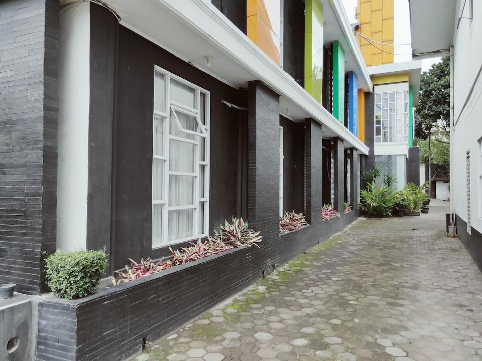 CAPITAL O3270 Hotel Arimbi Baru Dewi Sartika