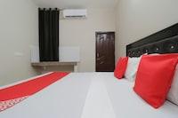 OYO 71543 Saket Hotel