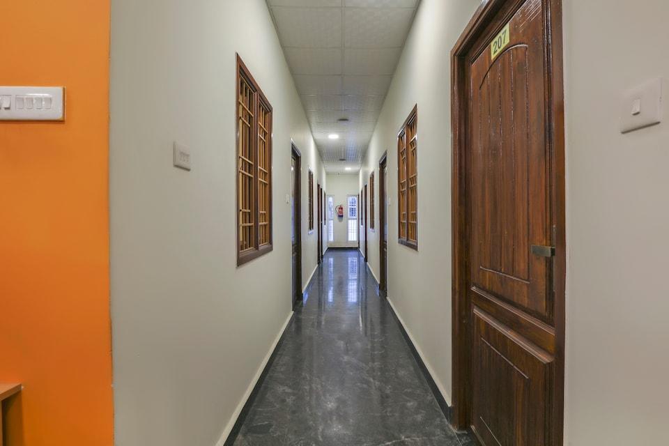 OYO 71556 Vmb Residency
