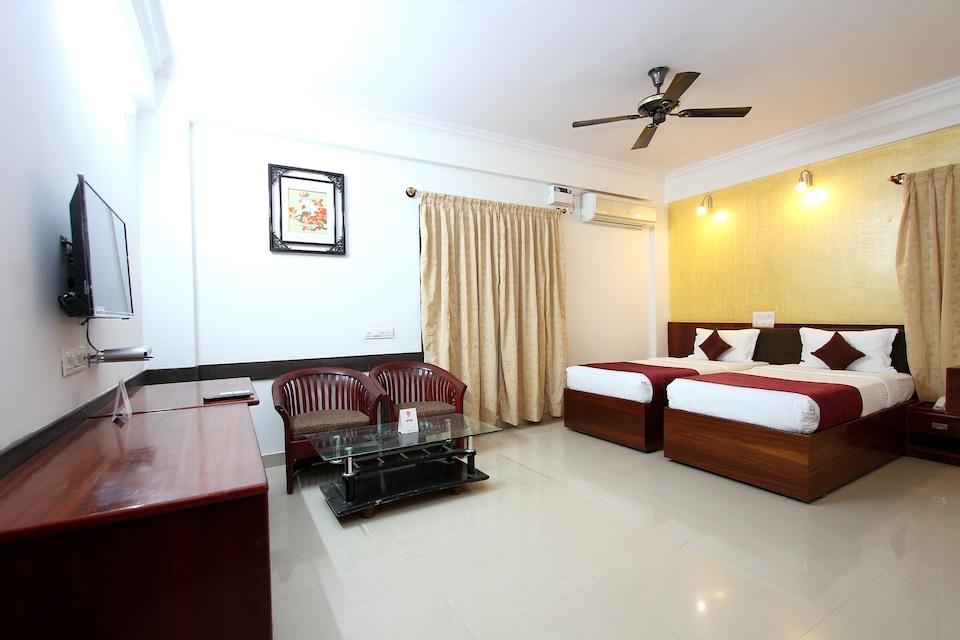Hotel Varcity Ruby