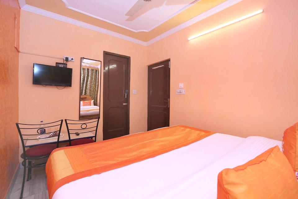 Hotel Rajesh Palace
