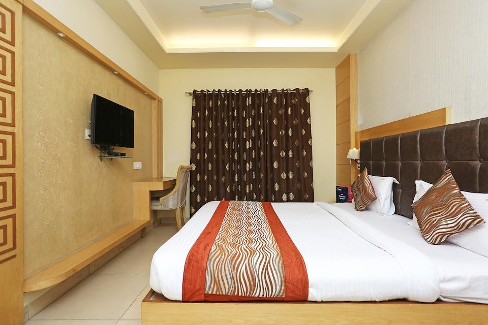 Capital O 1547 Hotel The Oasis
