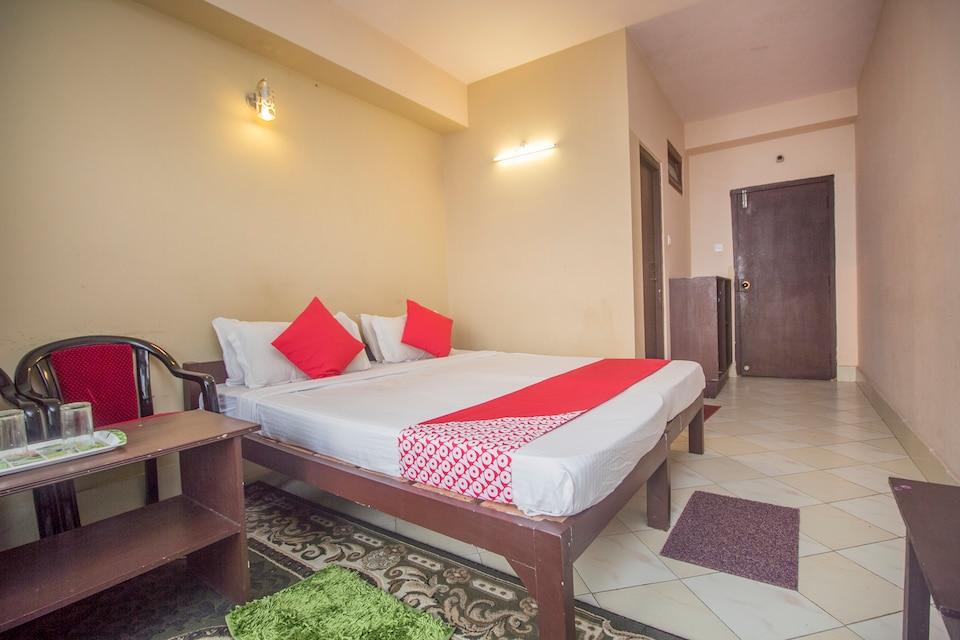 Hotel Blue Spring Residency