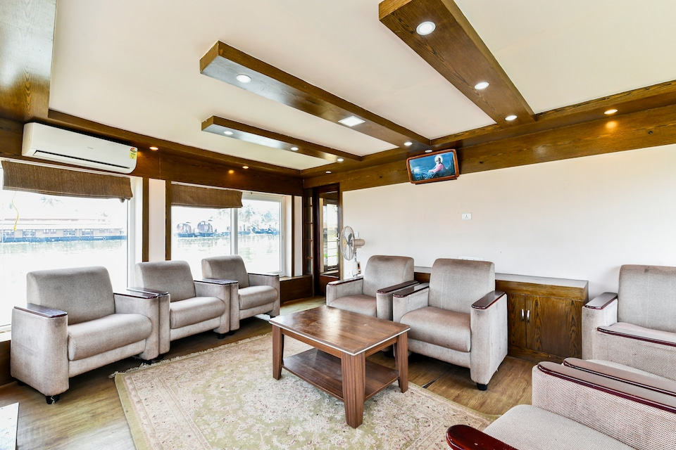 Amare Deluxe Houseboat