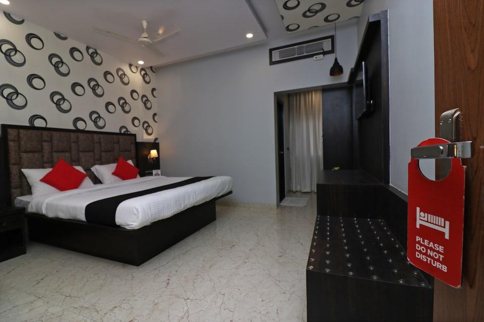 Capital O 36434 Hotel Silver Moon